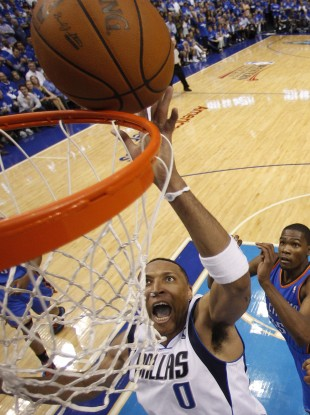 Dallas Mavericks forward Shawn Marion (0) scores past Oklahoma City Thunder forward Kevin Durant last night.