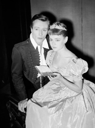 John Neville as Hamlet and Judi Dench as Ophelia during rehearsals for Hamlet in 1957. 