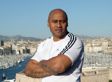 Lomu is unhappy with England's new jersey.