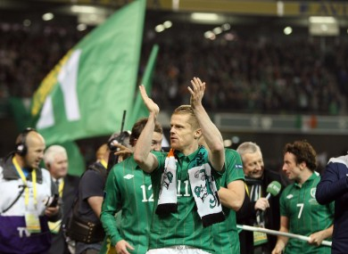 Damien Duff leads team-mates on a lap of honour. 