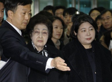Former South Korean first lady Lee Hee-ho, centre, and Hyundai chairperson Hyun Jeong-eun travelling into North Korea today.