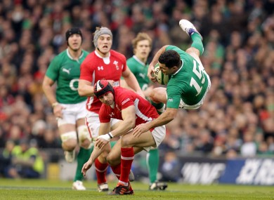 Leigh Halfpenny tackles Rob Kearney.