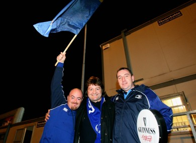 Shane Byrne with two Leinster fans. 