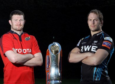 Donnacha Ryan poses with Alun-Wyn Jones and a shiny bauble.