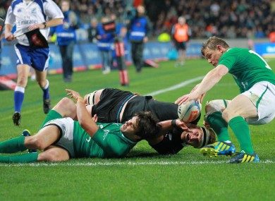 Conor Murray and Brian O'Driscoll tackle Keiran Read.