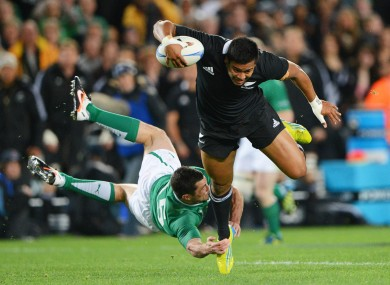 Julian Savea evades the tackle of Rob Kearney.
