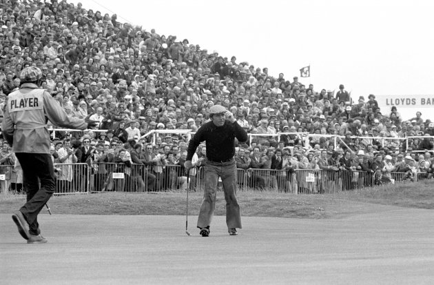 Gary Player salutes the crowd during the second day's play. 11/7/74