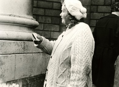 Mine Bean Ui Chribin outside the High Court in 1986