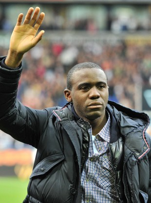 Bolton midfielder Fabrice Muamba has retired from playing professional football.
