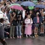 Queues for the tents remain long despite the rain. (AP Photo/Matthias Schrader)
