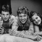 Henry Thomas, Robert McNaughton and Drew Barrymore pose in North Hollywood in July1985, after ET was re-released.
