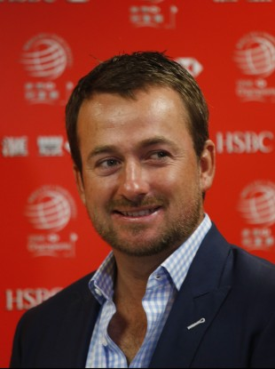 Graeme McDowell: jammed his hand in door.
