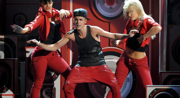 2012 American Music Awards - Show - Los Angeles