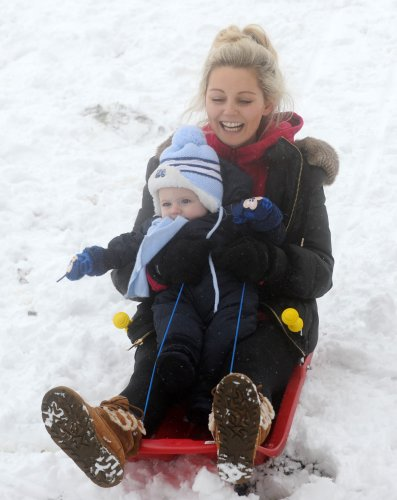 21/01/2013. Snow. Kate Hennebry and her nephew Zac