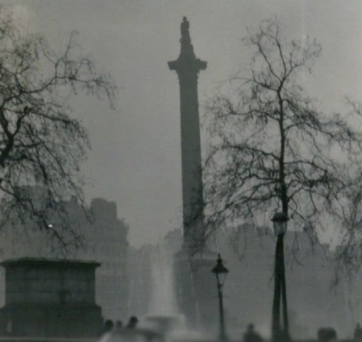 634px-Nelson's_Column_during_the_Great_Smog_of_1952