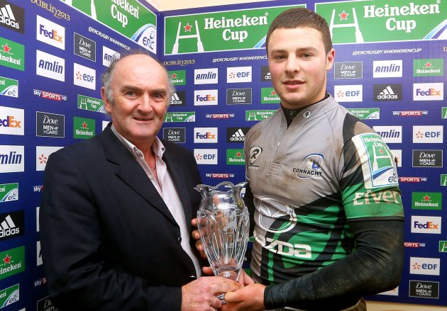 Man of the Match Robbie Henshaw with his award 18/1/2013
