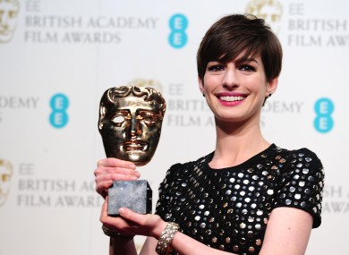 Anne Hathaway, not holding Eddie Redmayne's hair back